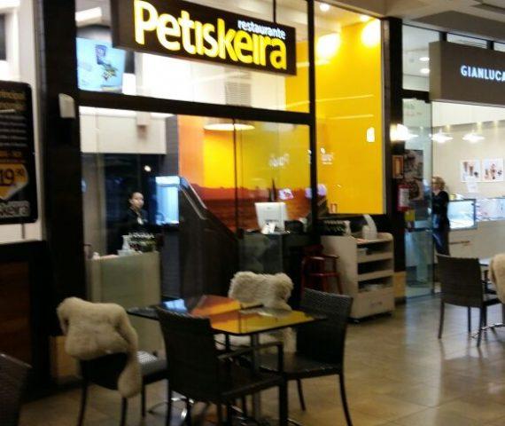 Foto do restaurante Petiskeira com vidros instalados pela equipe Marcos Nunes
