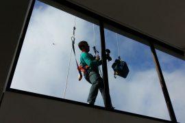 Limpeza de vidros e fachadas