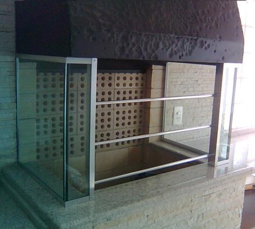 Churrasqueira em Vidro e Alumínio