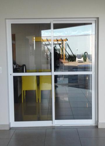 Porta-de-Esquadrias-de-Alumnio--Duas-Folhas-de-Correr-com-Travessa0-20160903 102827